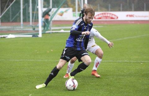BLOD PÅ TANN: Florø Fotball spelte har spelt to 1-1-kampar på rad og Halvor Solheim-Olsen har stått for florømåla. - Tar gjerne eit par til på dei to siste kampane, seier han. Foto: Dag Frøyen
