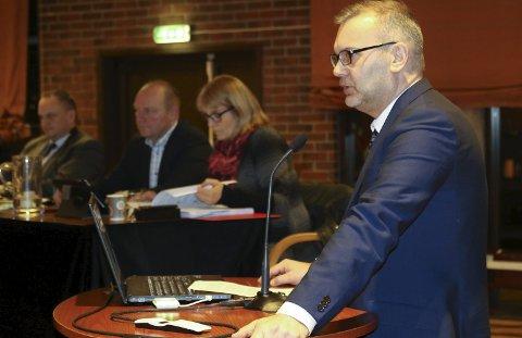 FORSLAG: Ordførar Ola Teigen og Ap la fram forslag om å lage regelverk for korleis klasseturar skal handterast, og fekk fleirtal. Dermed er det framleis usikkert korleis klasseturane blir i framtida. Foto: LRB