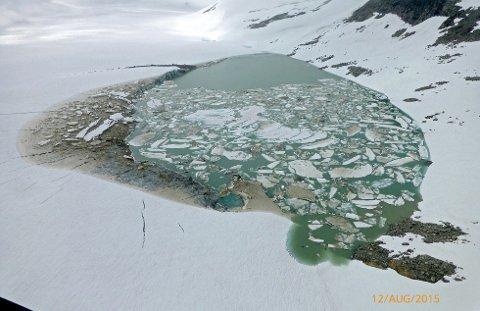 LUSTER  20150812. Bilde av smeltevann på Harbardsbreen i Sogn. Bildet er tatt 12. august. Foto: HYDRO / NTB scanpix