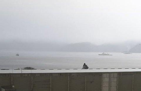 PÅ ØVING: Nato-fartøy har dei siste dagane vore i ytste del av Sognefjorden.