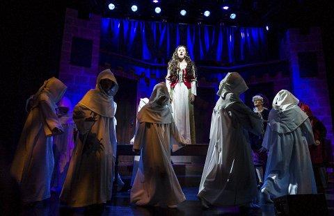 God stemme: «Lady Marian», spilt av Aurora Fjeldly Brevik (15), fikk vise fram sin gode stemme i forestillingen.