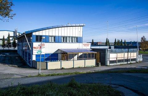 Popoulært møtested: Pizzarestauranten har i årevis vært et populært møtested i Rolvsøy. Den tiltalte 56-åringen eier fortsatt bygget. Retten tok i fjor arrest i eiendommen  for å sikre eventuelle verdier med tanke på et økonomisk krav fra etterlatte, dersom han skulle bli dømt for drapene. arkivfoto