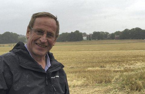 BER OM FORKLARING: Hans Ek (Sp) har bedt kommunens administrasjon om en forklaring på hvorfor ikke kravet om at de som leier jord av kommunen i utgangspunktet skal drive økologisk.