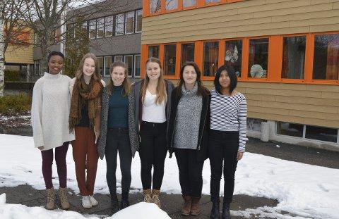 Sammen: – Likestillingen har kommet langt i Norge, men mye gjenstår. Hvis vi jobber sammen, og ikke ser på hverandre som fiender, kan vi oppnå mer likestilling, mener disse jentene.