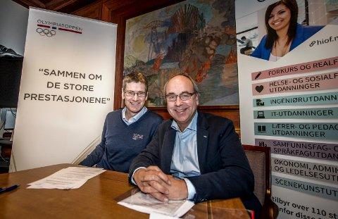 Olympiatoppen etablerer seg i Fredrikstad og samarbeider med Høgskolen i Østfold.  Her toppidrettssjef Tore Øvrebø (til venstre) og høgskoledirektør Carl-Morten Gjeldnes.