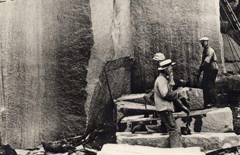 STENHOGGERE: Svenskene jobbet blant annet i stenindustrien tidligere.