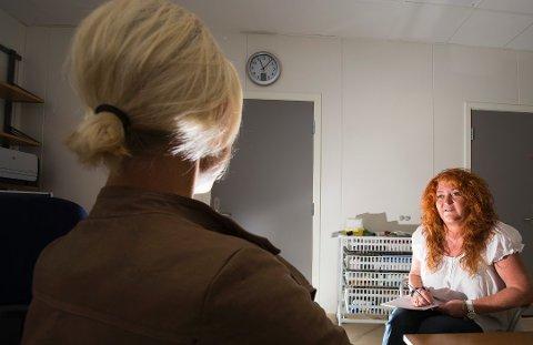 Flere henvendelser: Ann Helen Lomsdalen og de andre på overgrepsmottaket hadde flere pasienter i fjor enn noensinne. En kampanjefilm om sovevoldtekt kan være en av årsakene.