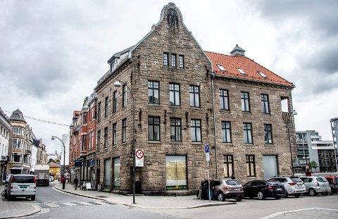 BLIR SNART LIV HER: Etter lengre tid med tomme lokaler, er det like før det blir liv her: I august flytter Line Solgaard Arkitekter inn. Før den tid skal lokalene rustes opp kraftig.