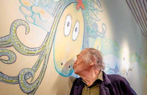 RUFFEN-ILLUSTRATØR: I 1973 tegnet Thore Hansen sin første utgave av sjøormen «Ruffen». Litteraturhuset hedrer nå Hansen, og kaller sin nyeste sal opp etter  sjøormen.