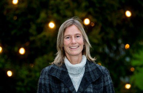 Anne Gyro Karlsen er kommuneoverlege for Hvaler. Hun mener at bildet fort kan endre seg og oppfordrer om at alle følger smittevernreglene.