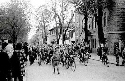 Feiring i Fredrikstad 8. mai 1945, rett ved der kinoen ligger i dag.
