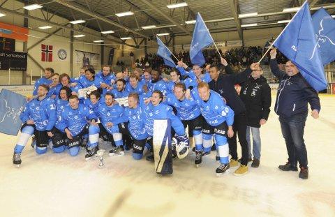 GULLGUTTA: Narvik feiret seriegull tidligere i vinter. Nå har klubben fått tilbud om GET-liga plass, med forbehold om Lørenskog-anke. Foto: Arkiv