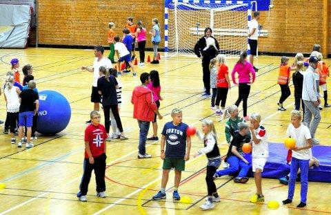 SPENSTIG SATSING: Horten kommunes HOPP-prosjekt viser at langt de fleste barn i Horten driver med idrett flere ganger i uka. Bildet er tatt da elever møttes til lek og moro i Holtanhallen.