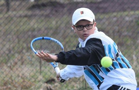 IVRIG: William Gundersen Dønheim (11), er flere ganger i uka i sving på tennisbanen.