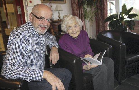 INHABIL: Tord Langmoen er veldig tydelig på at dette er en del av hans slektssaga, og at han derfor er «svært inhabil». Under de mange og lange samtalene med sin 94 år gamle tante Ellen Langmoen har han fortalt en historie om sin slekt, men også historien om solunger og utviklingen i bygda. En historie om gleder og sorger, fattige og rike, arbeid og fest.FOTO: BRITT-ELLEN NEGÅRD