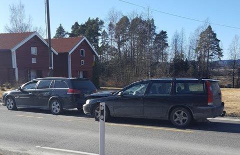To biler kolliderte fredag ettermiddag på riksvei 2.