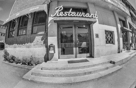FØR: Rådhusrestauranten var en institusjon i Kongsvinger by. Dette bildet ble brukt i Glåmdalen første gang den 10. juni 1988 i forbindelse med en sak om restaurantens lave husleie.