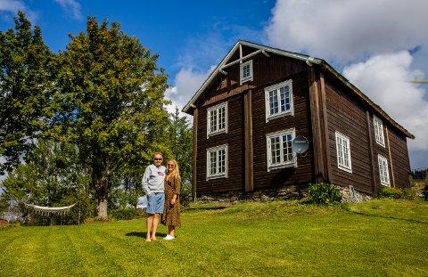 På besøk hos Lage Andreas Ganger (47) og Guri Søby (49) på småbruket Tune i Gausdal.