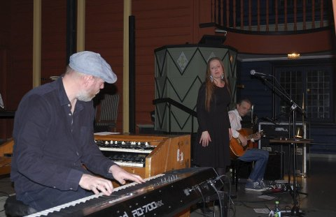 ÆKTE VARE: I Ål kirke onsdag kveld viste søskentrioen Narum fra Toten nok en gang at de er ei gruppe med musikalsk særpreg, der det de står for er jordnært og ekte.