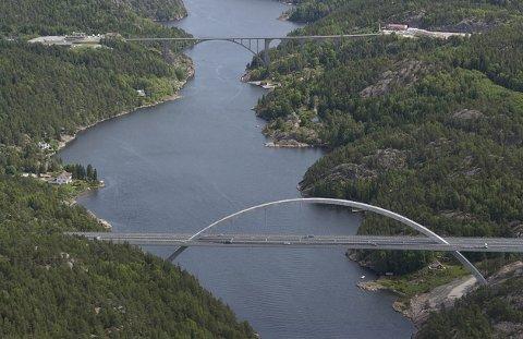 ETT NAVN: Burde vi ikke gjøre som svenskene og ha ett navn på fjorden. For hvor slutter den ene og hvor begynner den andre? Og finnes det også et tredje navn?