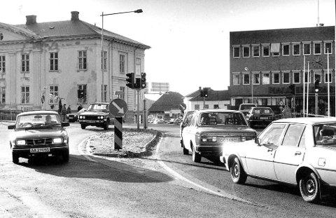 Vanskelig overgang: Det var ikke så problemfritt som man hadde tenkt seg å innføre lysregulering av trafikken på Wiels plass.Arkivfoto: Arild Brunvand