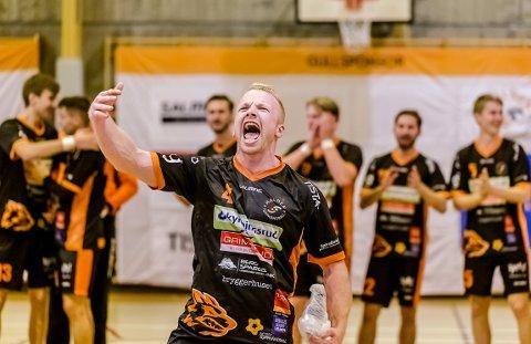 JUBELBRØL: Det er slik vi kjenner Trym Bilov-Olsen, som energibunt og nøkkelspiller for HTH. Etter årets sesong flytter 31-åringen hjem til Sandefjord.