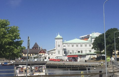 Strömstad er typisk sommerby, og tjener blant annet gode penger på ferierende nordmenn som kommer sjøveien.