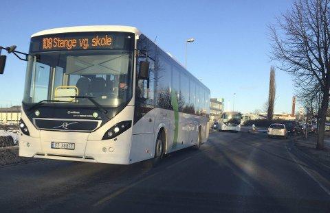 DIKT: I hele mars kan de reisende med busser i Hedmark lese et dikt av Øyvind Berg.
