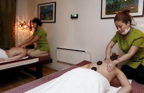 Thaimassasje: Wattana thai massasje AS. Kanchana Kvemme (t.h.) og Phutsadi Hattawaikan (bak t.v.). Foto: Jan Kåre Ness