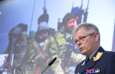Tilbakeviser: Sjef for etterretningstjenesten, generalløytnant Morten Haga Lunde tilbakeviser kritikken om mangel på åpenhet. Foto: Terje Pedersen / NTB scanpix