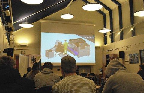 LITEN MASKIN: Under presentasjonen viste Tony Dahl flere illustrasjoner av hvordan den lille sløye- og kappemaskinen Loppa fungerer. Begge foto: Stine Serigstad