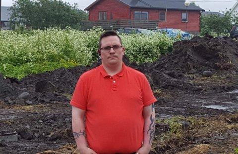 I MOT FRA DAG EN: - Vi har vært i mot at boligene skal bygges i Hasvik sentrum fra dag en, sier Robert Sjursen-Westberg.