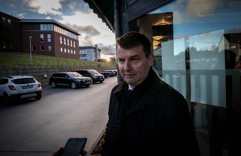 SAMBOER SIKTET: Etter tre måneders etterforskning av hendelsene utenfor justisminister Tor Mikkel Waras bolig, ble samboeren siktet i saken. Selv nekter hun straffskyld.