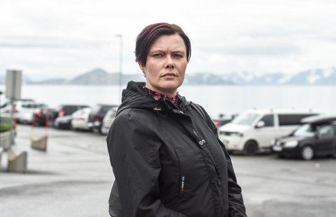 REAGERER: Annette Beate Buskum sier hun reagerer på hvordan hun ble utvist fra Frivillighetssentralen.