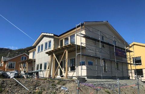 OPTIMISME: Med ny vei, kommer ny optimisme Talvik. Nå bygges det fire flunkende nye leiligheter som skal legges ut til salgs om ikke så lenge. Megler mener man får mye for pengene her.