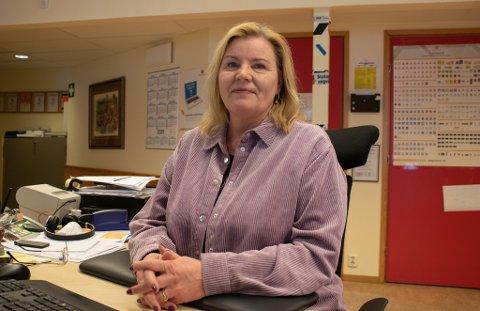 VÆRFAST: Ellen Jacobsen fra Hammerfest jobber i Statens Vegvesen, men er nå værfast i Lakselv. Det medførte at trafikkstasjonen i Hammerfest må holde stengt fredag.