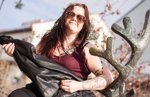 """""""SLASH"""": Ann Helen er bedre på luftgitar enn Slash i Guns N Roses, og er klar for å gi deg iFinnmark-scenen."""
