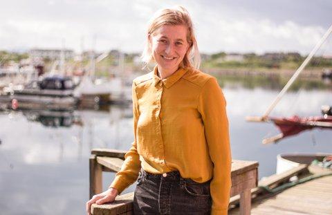 NY JOURNALIST: Finnmarkens nye journalist skal være i Vadsø å jobbe i avisen frem til starten av september. Malene Storrusten (32) forteller at hun gleder seg til å bli godt kjent med både plassen og folkene i området.