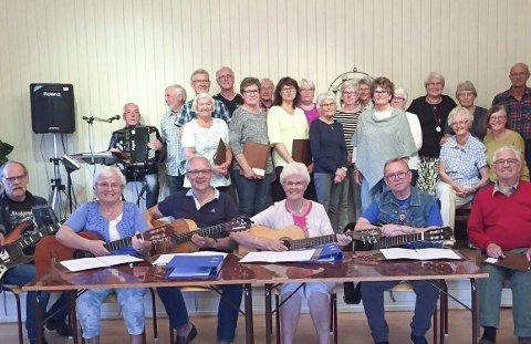 SYNGER PÅ SETSKOG: Bedehusmusikken er blant bidragsyterne under konserten «Setskog synger» i Setskog kirke søndag. Foto: Privat