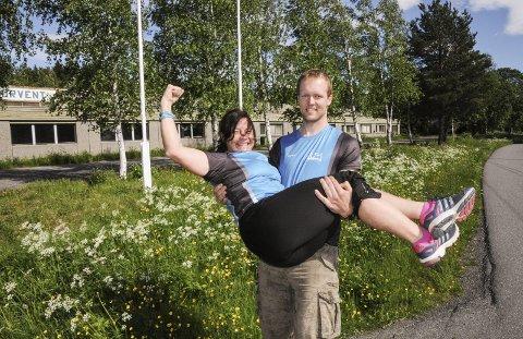 Full jubel: Elisabeth Melby Hagen og Bent Ulseth har fått de godkjennelser som trengs fra Aurskog-Høland kommune. Nå blir det treningssenter i det gamle Norvent-bygget.