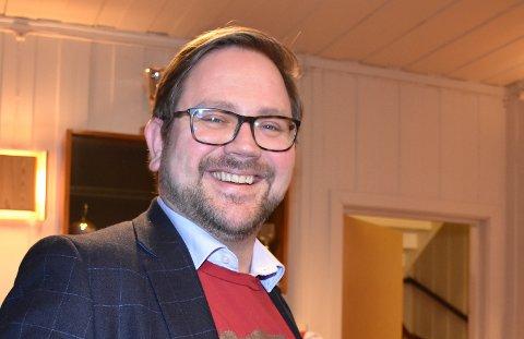 – Demokrati koster, sier Roger Evjen (Ap) som ikke ønsker noen utredning om en eventuell reduksjon av politikere i kommunestyre og formannskap i Aurskog-Høland.