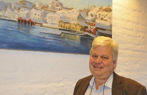 Kom med forslag! Banksjef Jon Guste-Pedersen ber publikum komme med forslag til kandidater til Ildsjelprisen 2015. Foto: Per Eckholdt
