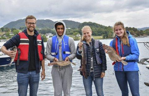 Fiskelukke: Johannes Kvamme (f.v.), Mustafa Rahman, Frida Kvamme og Astrid Tonstad frå Asker vann familiklassen i fiskekonkurransen med samla nesten fire kilo fisk.