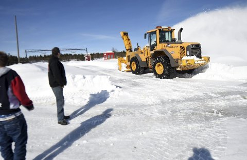 23. MARS: Slik så det ut på bilcrossbanen på Basserudåsen for en måned siden. Nå er snøen borte og det er så tørt, at arrangørene kanskje må vanne for å dempe støvet.FOTO: OLE JOHN HOSTVEDT