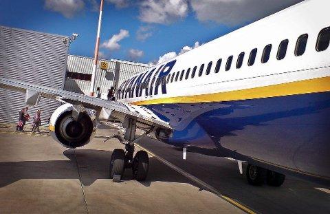 Fly. Flyplass. Luftfart. Ryanair. John Lennon Airport i Liverpool.