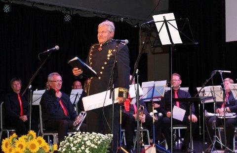 PANGÅPNING: Festen startet med at Rune Eriksen kom ut på scenen i gallauniform og ønsket velkommen. SVEIP OVER OG SE FLERE BILDER.