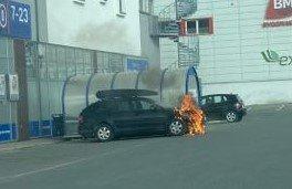 Det begynte å brenne i fronten på bilen.