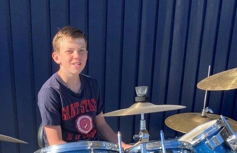 UNG OG LOVENDE: Den unge trommeslageren Mikkel Vammen Norstrand (13) fra Kolvereid har vunnet musikerstipend som en av tre fra Trøndelag.