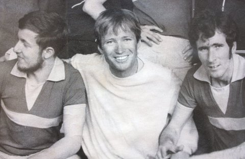 AKTIV: Karsten Alnæs (i midten) var en aktiv håndballspiller i sine yngre dager, og har holdt seg i god form hele livet.
