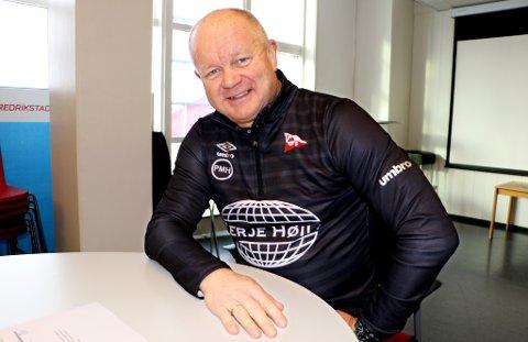 LIKE BLID: Per-Mathias Høgmo må gjennom to vellykkede kvalifiseringsrunder hvis det skal bli opprykk på første forsøk med Fredrikstad. Går ikke det, virker både Høgmo og Bjørn Johansen innstilte på å gjøre et nytt forsøk neste år.